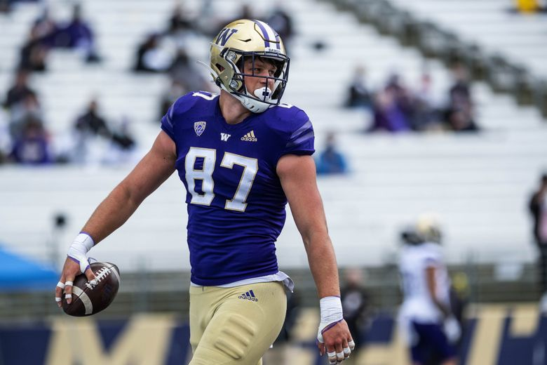 Cade Otton made his first half touchdown catch look easy. (Dean Rutz / The Seattle Times)