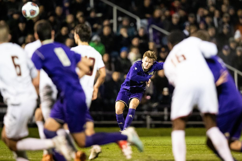 Huskies Dylan Teves during a NCAA men's soccer playoff match in 2019. (Andy Bao / The Seattle Times, file)