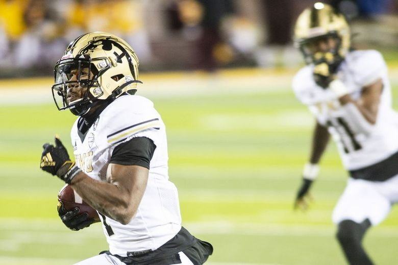 Western Michigan's D'Wayne Eskridge (1) runs for the ens zone in a game against Central Michigan at Central Michigan University on Wednesday, Nov. 18, 2020. (Kaytie Boomer / TNS)