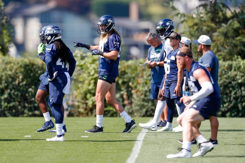 Seattle Seahawks tight end Luke Willson (center) practices with special teams during training camp, Aug. 24, 2021, in Renton, Wash. (Jennifer Buchanan / The Seattle Times)