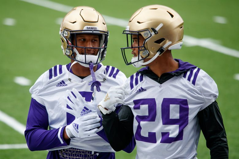 Cameron Williams (6) practices with Julius Irvin (29) at Husky Stadium in Seattle Friday, August 20, 2021. (Erika Schultz / The Seattle Times)