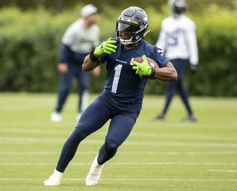 Seahawks rookie wide receiver Dee Eskridge catches a ball in his first practice of camp, Aug. 17, 2021. (Amanda Snyder / The Seattle Times)