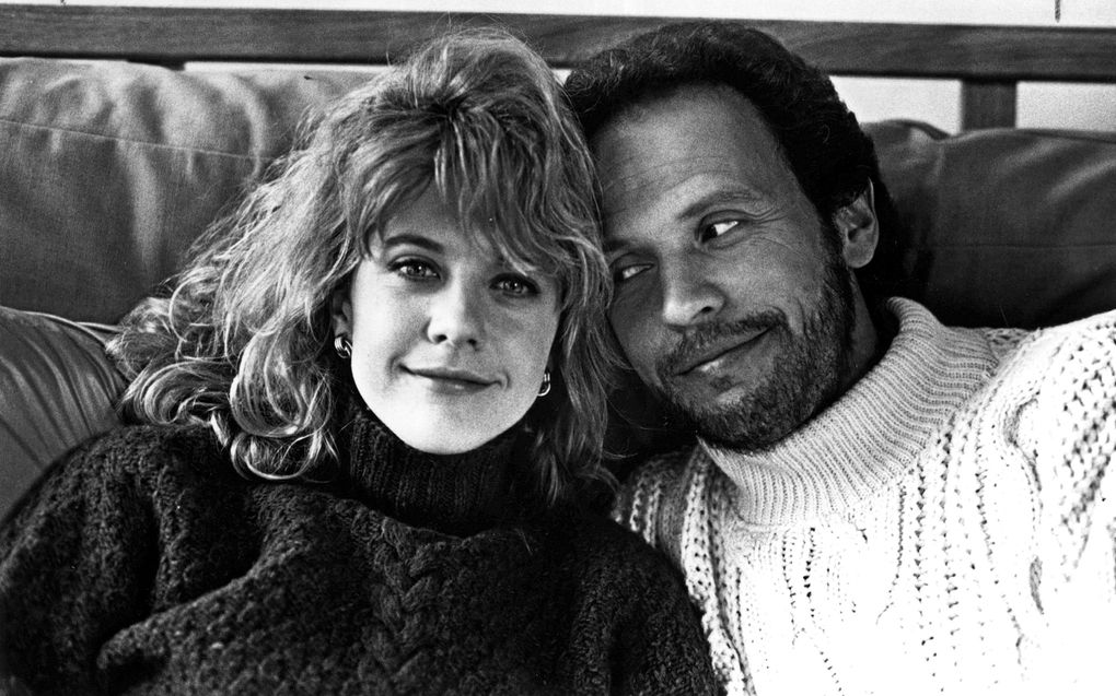 """Meg Ryan and Billy Crystal in autumnal cable-knit sweaters in """"When Harry Met Sally…"""" (Columbia Pictures / Castle Rock Entertainment)"""