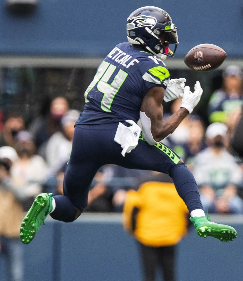 Russell Wilson hits DK Metcalf in the 4th quarter, but Metcalf can't get to the 1st down marker, leaving the Seahawks 4th and 1 from their own 39, wth 4:46 to play. (Dean Rutz / The Seattle Times)